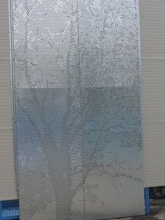Particolare parete in pannelli di lamiera forata con riproduzione di un disegno  Lamiere ...
