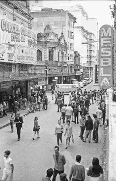 Rua Halfeld, em outubro de 1969 (foto autoria provável: Roberto Dornellas ou Jorge Couri).