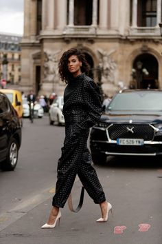 fashion week The Best Street Style at Paris Fashion.- fashion week The Best Street Style at Paris Fashion Week 2019 Best Street Style, Looks Street Style, Cool Street Fashion, Street Chic, Street Style Women, Street Styles, Street Style Trends, Teen Vogue, Fashion Weeks