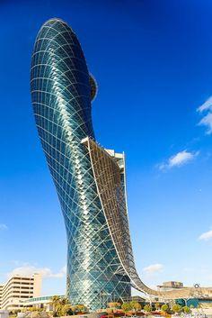 Fotografía Capital Gate Building, The Leaning Tower of Abu Dhabi Architecture Old, Futuristic Architecture, Beautiful Architecture, Modern Skyscrapers, Amazing Buildings, Building Design, Abu Dhabi, Dubai Uae, Facades