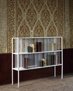 Libreria design italy. Mille Righe, libreria struttura in metallo e tondino in metallo saldato a mano. Finitura in porcellana bianco o porcellana nero.
