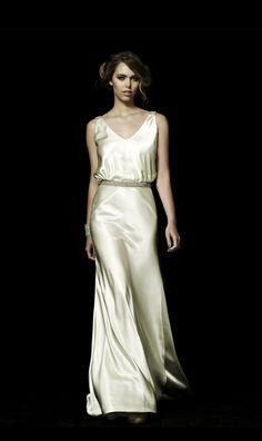 1920's style silk wedding dress. Johanna Johnson - The Hepburn. $4400- 12% discount on OnceWed.com http://www.oncewed.com/used-wedding-dresses/johanna-johnson-the-hepburn/