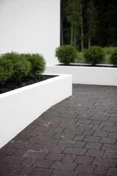 Torino-kivet | Betonikivet | Pihakivet ja maisematuotteet | Tuotteet | Rudus Dream Garden, Home And Garden, Terraced Backyard, Backyard Patio, Residential Landscaping, Black Garden, Rooftop Garden, Garden Edging, White Gardens