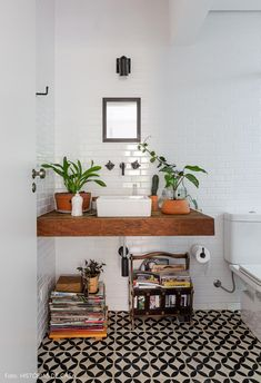 Home decor retro – Home Decor Ideas Advice Today Bathroom Interior, Decor, Retro Bathrooms, Apartment Decor, Bathroom Decor, Home, Retro Home Decor, Retro Home, Home Decor