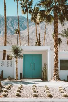 Palm Springs Mid Century Home palm springs The Best Time to Visit Palm Springs, California - Kaylchip Palm Springs Häuser, Palm Springs Style, Palm Springs California, California Travel, Florida Springs, Vintage California, Travel Oklahoma, California Homes, Southern California