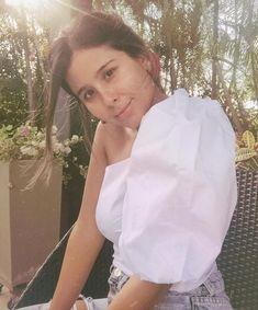 Viniste a ser feliz, no te distraigas!!🌺 . Blusa Canaria Blanca One Shoulder, My Style, Tops, Women, Fashion, Being Happy, Blouse, Moda, Fashion Styles
