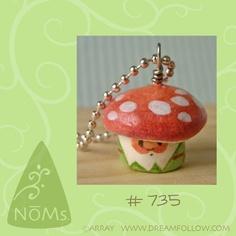 NOM 735 gnome necklace