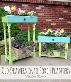 Today I am sharing a repurposed project, old drawers into porch planters. I have seen drawers used for planters several times and l. Garden Crafts, Garden Projects, Wood Projects, Furniture Makeover, Diy Furniture, Painted Furniture, Recycled Furniture, Outdoor Furniture, Old Drawers