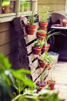 Vertical Flower Garden Made From Pallets - #pallets #palletproject