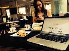 Alejandra ya está funcionando y revisando que todo esté en su sitio... Así que... BUENOS DÍAS!!! Empezamos a trabajar mientras disfrutamos de nuestro rico desayuno!! #calidadevida #estilodevida #negocioonline #internetmarketers #alejandraytoni #asidagustotrabajar