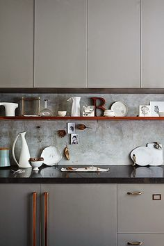 FrenchyFancy - dat grey for the cupboards.