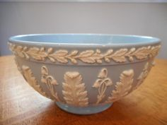 "Wedgwood embossed Queensware cream on lavender 5 1/2"" acanthus bowl - EXCELLENT!"