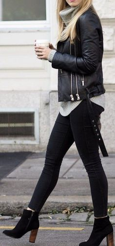 10 Women's Ankle Length Boots That Will Rock Any Outfit. Ankle length boots are the one thing all you women out there need to have to rock any outfit with its classy and stylish look. Style Outfits, Mode Outfits, Fall Outfits, Outfits With Boots, Black Boots Outfit, Summer Outfits, Edgy Outfits, Ankle Boot Outfits, Ankle Boots Outfit Winter