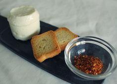 Queijo fresco aromatizado com Malagueta de Cayenne