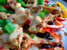 Shredded Chicken Nachos in Mini Bell Peppers // The Haas MachineGeschredderte Hühnernachos in Mini-Paprika // The Haas Machine Low Carb Recipes, Diet Recipes, Chicken Recipes, Cooking Recipes, Healthy Recipes, Shredded Chicken Nachos, Healthy Snacks, Healthy Eating, Diabetic Snacks