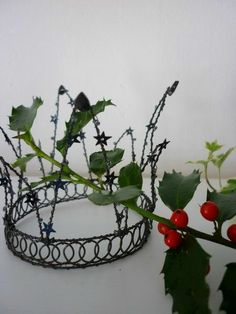 Simple wire crown --- lOvE!