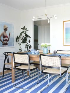 Mix and Chic: Cool designer alert- Taylor Jacobson! Light Wood Dining Table, Dining Room Server, Dining Room Design, Dining Room Chairs, Wood Table, Dining Area, Living Room Decor Set, Living Room Modern, Living Rooms