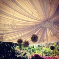 Candiles y flores al aire libre, muy chic smapenzi.com #penzi #weddings #penzibodas #penziweddings #bodas #bodasmexico #sanmiguelallende #mexico
