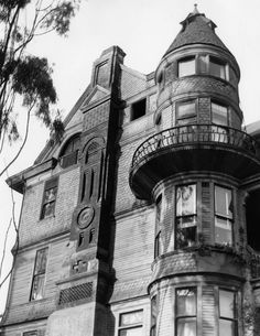 Hildreth Victorian shingle home at 357 South Hope Street, Bunker Hill, Los Angeles, showing the chimney and tower detail. California History, Vintage California, California California, Los Angeles Area, Downtown Los Angeles, Victorian Architecture, Architecture Details, Old Pictures, Old Photos