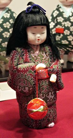 Kimekomi ... 2009 Exhibit at Singapore Philatelic Museum. Handcrafted by members of Traditional Edo-Kimekomi Dolls Sachiei-Kai, Japan.