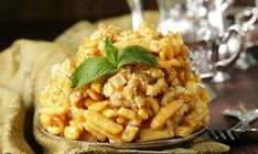 This eastern dessert is based on honey and dough. It is prepared simply and, despite the plain look, it has a delicious taste. Chak Chak Recipe, Sweet Pastries, Pasta Salad, Macaroni And Cheese, Food And Drink, Rice, Cooking Recipes, Ethnic Recipes, Mac Cheese