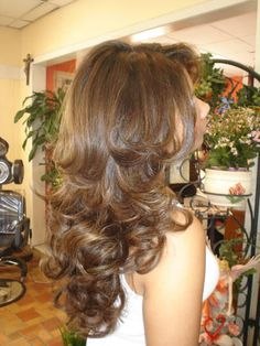 Curled hair Hair Medium, Medium Hair Styles, Flipped Hair, Layered Haircuts, Hair Flip, Bridal Updo, Hair Remedies, Blonde Highlights, Hair Coloring