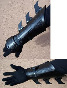 Ninja Gauntlets inspired by the Dark Knight Batman films Batman Armor, Batman Ninja, Armadura Cosplay, Ninja Gear, Ninja Weapons, Batman Cosplay, Cool Gear, Fantasy Weapons, Body Armor