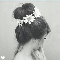 I would like my hair to look like this everyday. Flowers in my hair and all. << I wish my hair looked good like this My Hairstyle, Bun Hairstyles, Pretty Hairstyles, Wedding Hairstyles, Hair Updo, Hair Buns, Flower Hairstyles, Headband Hair, Black Hairstyles