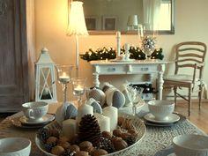 Salon też powoli przygotowuje się do świąt! Na stole między innymi bombki robione z kawałków materiału na styropianowych kulach.