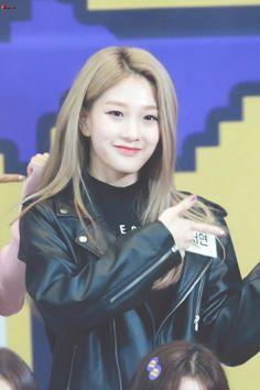 Seoyeon #fromis_9 #kpop Kpop Girl Groups, Korean Girl Groups, Kpop Girls, Lee Seo Yeon, How To Relieve Stress, South Korean Girls, Cute Girls, Idol, Leather Jacket