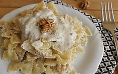 Pasta con crema di ricotta e noci con solo 3 ingredienti ricetta facile