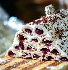Ciasto to zaintrygowało mnie nie tyle wyglądem czy smakiem co sposobem robienia - to zwijanie ciasta w rurki strasznie mi się spodobało - wydawało się czasochłonne i trudne a okazało się świetną zabawą - więc... zapraszam do zabawy! Zrobiłam je w swoje urodziny stąd nazwa - u mnie urodzinowa chatka - monasterska izba brzmi zbyt poważnie Monasterska izba Ciasto: 2,5 Continue Reading
