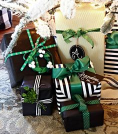 Christmas wrapping ideas black, white, green, wreaths, fresh boxwood greenery and ribbon - http://www.goldenboysandme.com