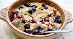 Słodka zapiekanka z komosą ryżowa i owocami - śniadanie czasochłonne, ale warto. Całość można przygotować wieczorem, a rano tylko zapi...
