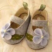 ✄ A Fondness for Felt ✄  DIY craft inspiration:  baby felt shoes