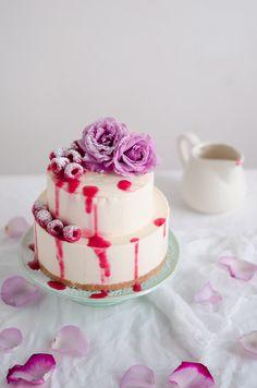 Coco e Baunilha: Cheesecake gelado de chocolate branco com coulis de framboesa // White chocolate ice cream cheesecake with raspberry…