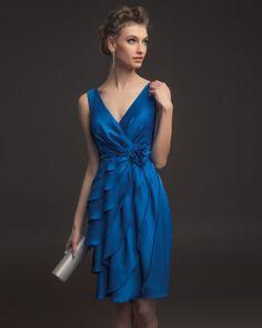 En cuanto a colores, la colección se centra principalmente en la gama de verdes, azules, malvas y, por supuesto, rojo.