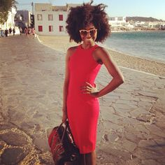 Not sure how her fro withstands the humidity with ocean so close, beautiful hair nevertheless