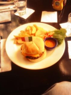 Here's what our Twitter fan said... @Filterchai : Yummy #burger @HRCIndia #mumbai #delhi #Bangalore #Pune #Hyderabad