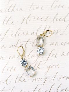 Classy gold dangle wedding earrings: http://www.stylemepretty.com/2017/04/06/get-inspired-to-throw-a-wedding-built-for-two/ Photography: Esmeralda Franco - http://esmeraldafranco.com/
