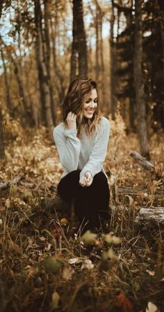 Best photography poses seniors portraits ideasYou can find Fall senior pictures and more on our website. Portrait Photography Poses, Photography Poses Women, Autumn Photography, Senior Photography, Amazing Photography, Landscape Photography, Photography Ideas, Photography Lighting, Photography Backdrops