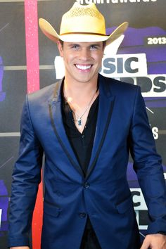 Dustin Lynch looking fine on the 2013 CMT Music Awards Red Carpet #CMTawards #DustinLynch