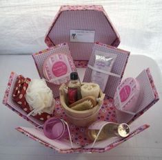 Christmas Gifts Box Ideas - this would be great for a new mom. A pamper gift box. Explosion Box, Homemade Gifts, Diy Gifts, Exploding Box Card, Diy And Crafts, Paper Crafts, Pop Up Cards, Creative Gifts, Cute Gifts