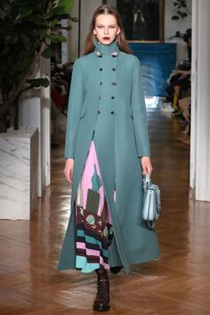 The standout runway looks from the top collections in Paris.