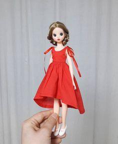 힘든 하루 마무리는 역시 인놀이쥥👍 . . . . . . . . . . . . 내일은 더 열심히 살자잉🤦♀️💪💪💪 #jjororiart #jjororiartdoll #koreadoll #dollstargram #dollphoto… Crochet Barbie Clothes, Doll Clothes, Tammy Doll, Doll Wardrobe, Barbie Collector, Cute Dolls, Blythe Dolls, Fashion Dolls, Pattern