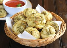 Garlic Knots [homemade] #recipes #food #cooking #delicious #foodie #foodrecipes #cook #recipe #health