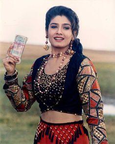 Beautiful Girl Indian, Most Beautiful Indian Actress, Beautiful Bollywood Actress, Beautiful Actresses, Indian Film Actress, Indian Actresses, Raveena Tandon Hot, Beautiful Heroine, Indian Look