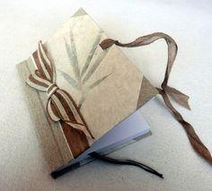 Ručně šitý deníček nebo zápisník, jutová stuha, režné plátno, ruční papír. Více info na Fler.cz uživatel L.atem25