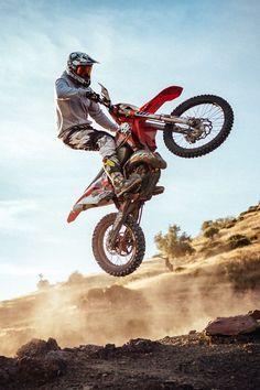 Off road and off track Enduro Motocross, Enduro Motorcycle, Moto Bike, Grom Bike, Girl Motorcycle, Motorcycle Quotes, Dirt Bike Room, Dirt Bike Girl, Malaga