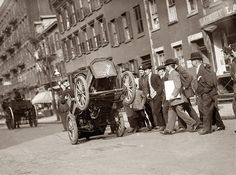 1915 Buick promotional photo.